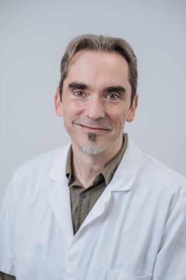 Dr P Siret, chirurgien à Rennes, cheville et pied, coude, épaule, poignet et main