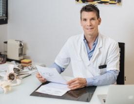 Le Docteur Nicolas Belot, le l'Institut Rennais de Chirurgie Orthopédique et de Médecine du Sport de Cesson-Sévigné (Ille et Vilaine)